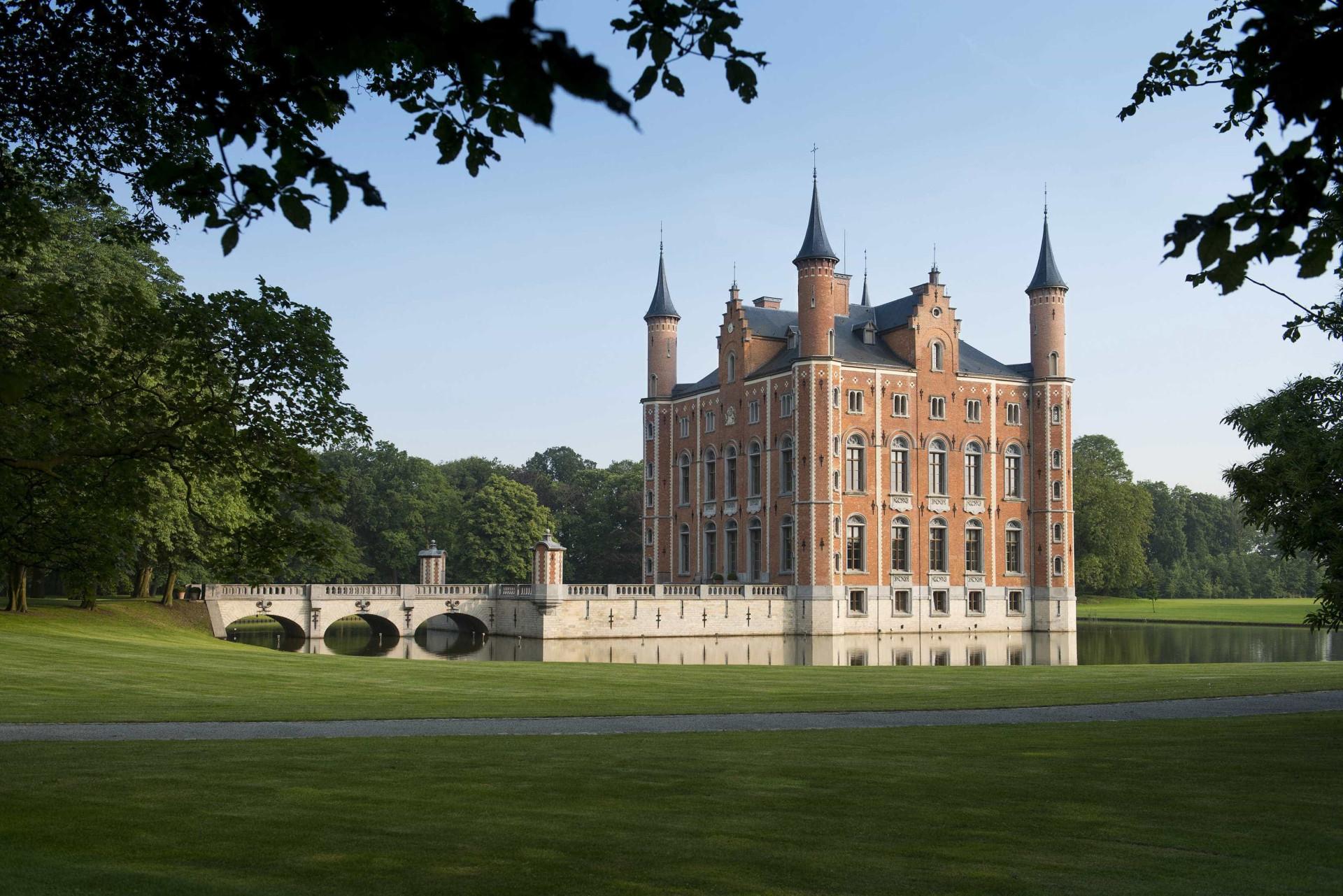 Um dos mais espectaculares castelos da Europa está à venda