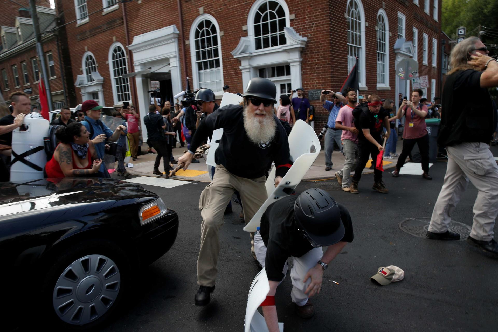 As imagens do dia em que o ódio racial saiu à rua nos EUA