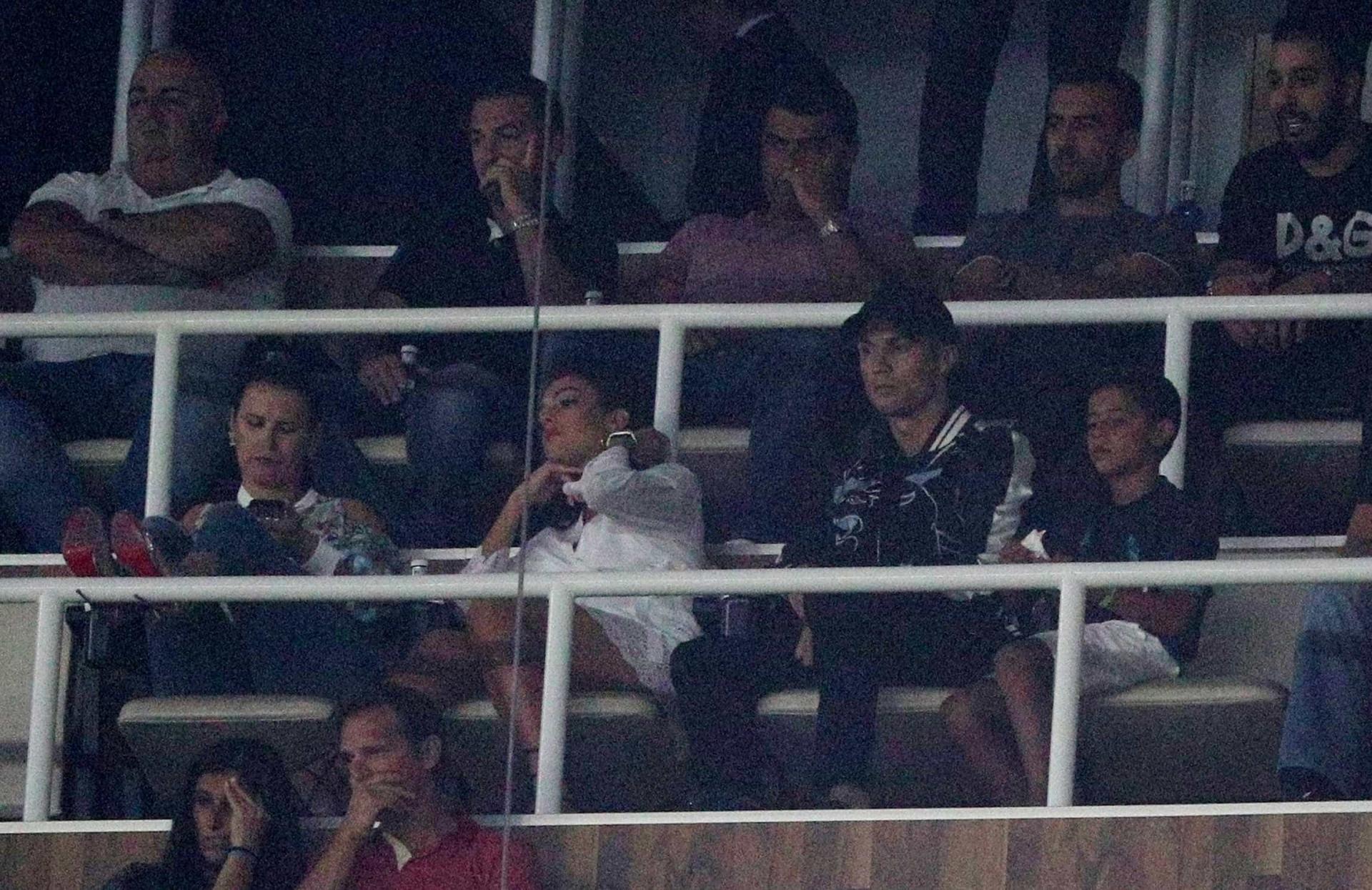 E ao minuto 7, o Bernabéu homenageou assim Cristiano Ronaldo