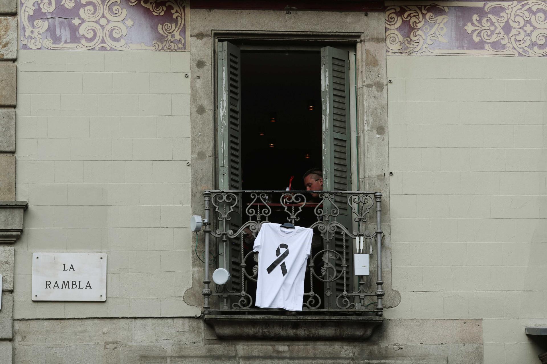"""De luto, mas """"sem medo"""". Assim está Barcelona"""