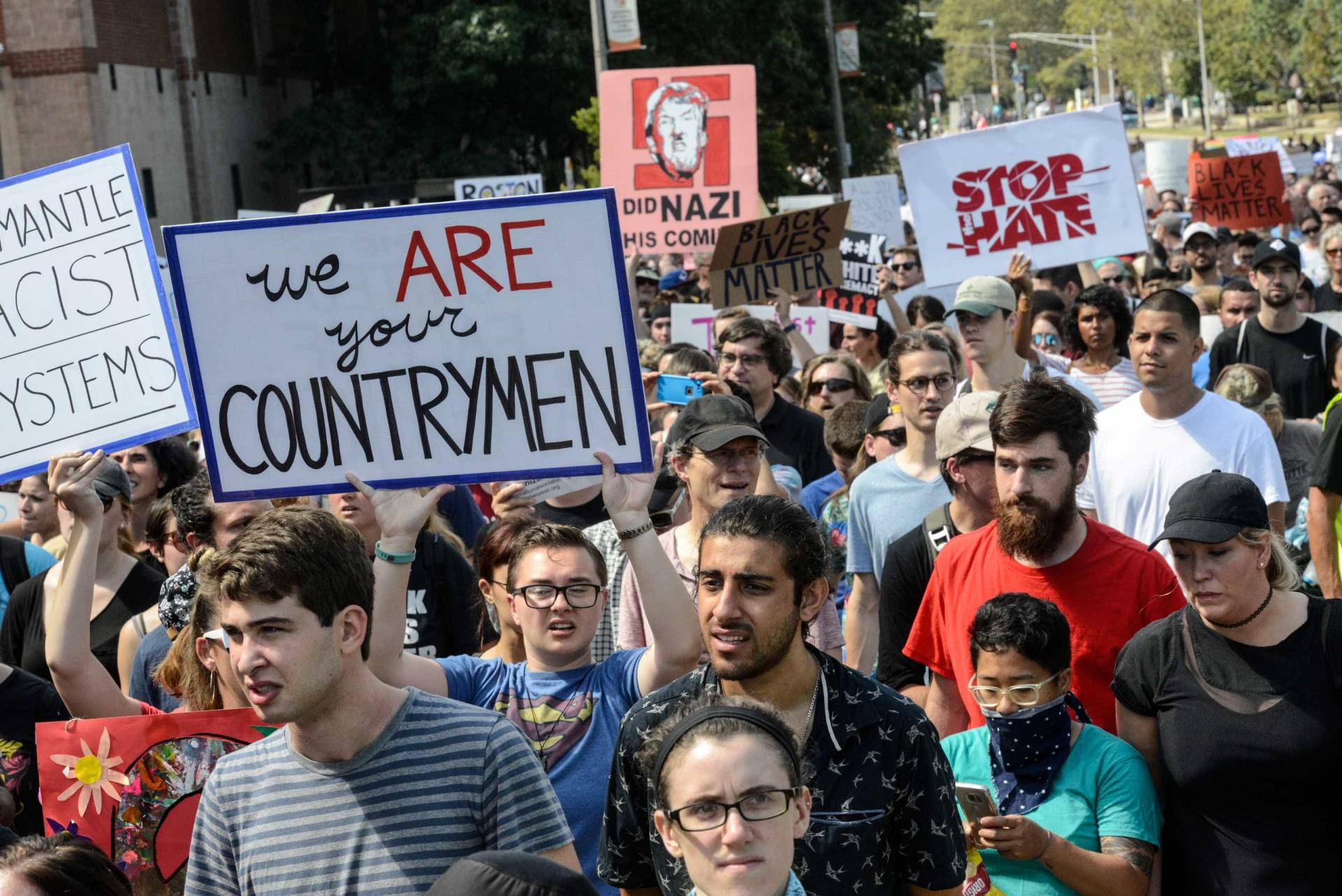 Milhares de manifestantes contra o racismo em Boston