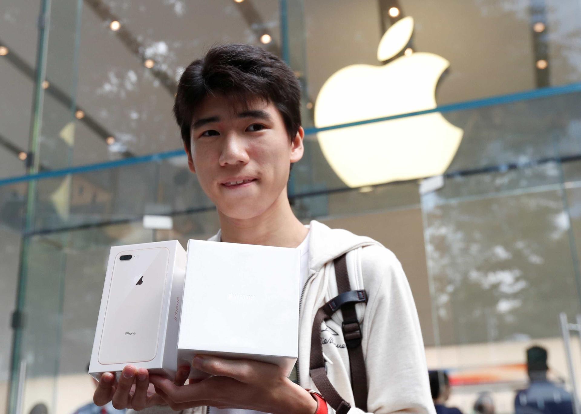 O iPhone chegou hoje às lojas. Veja como foi o lançamento