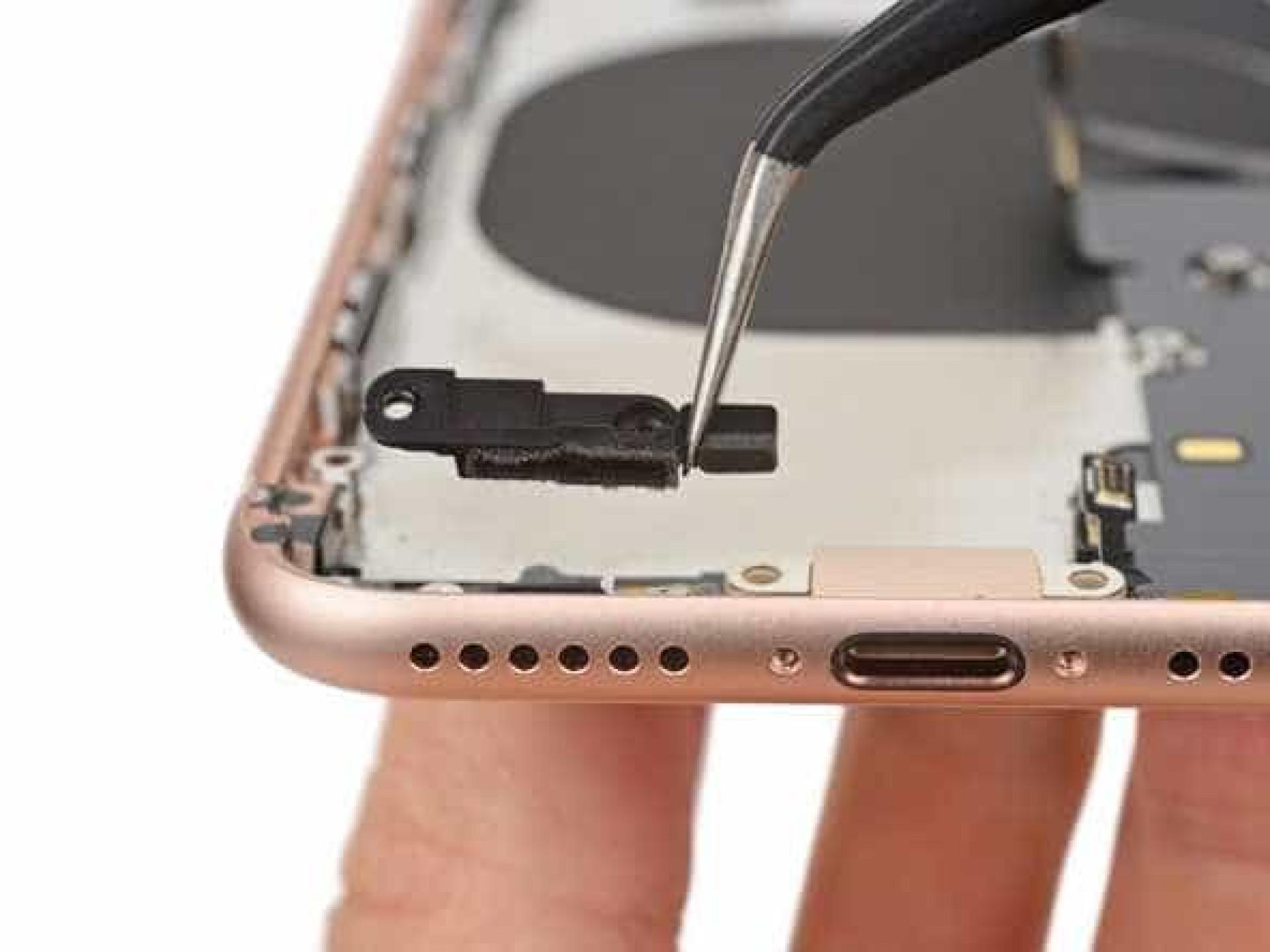 O iPhone 8 ainda agora chegou e já foi desmontado. Veja o interior