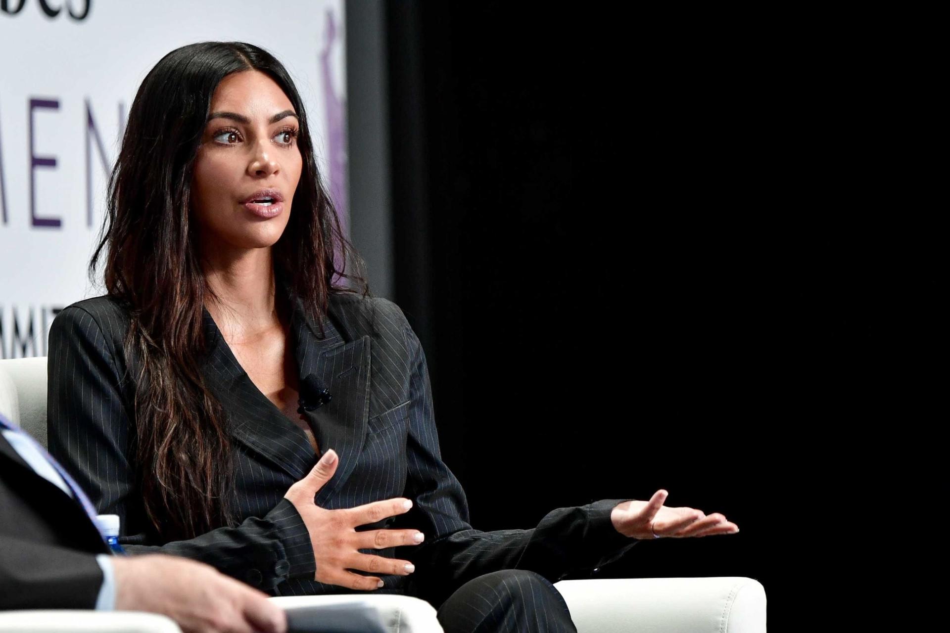 Kim Kardashian volta a 'encher' Instagram com fotos ousadas
