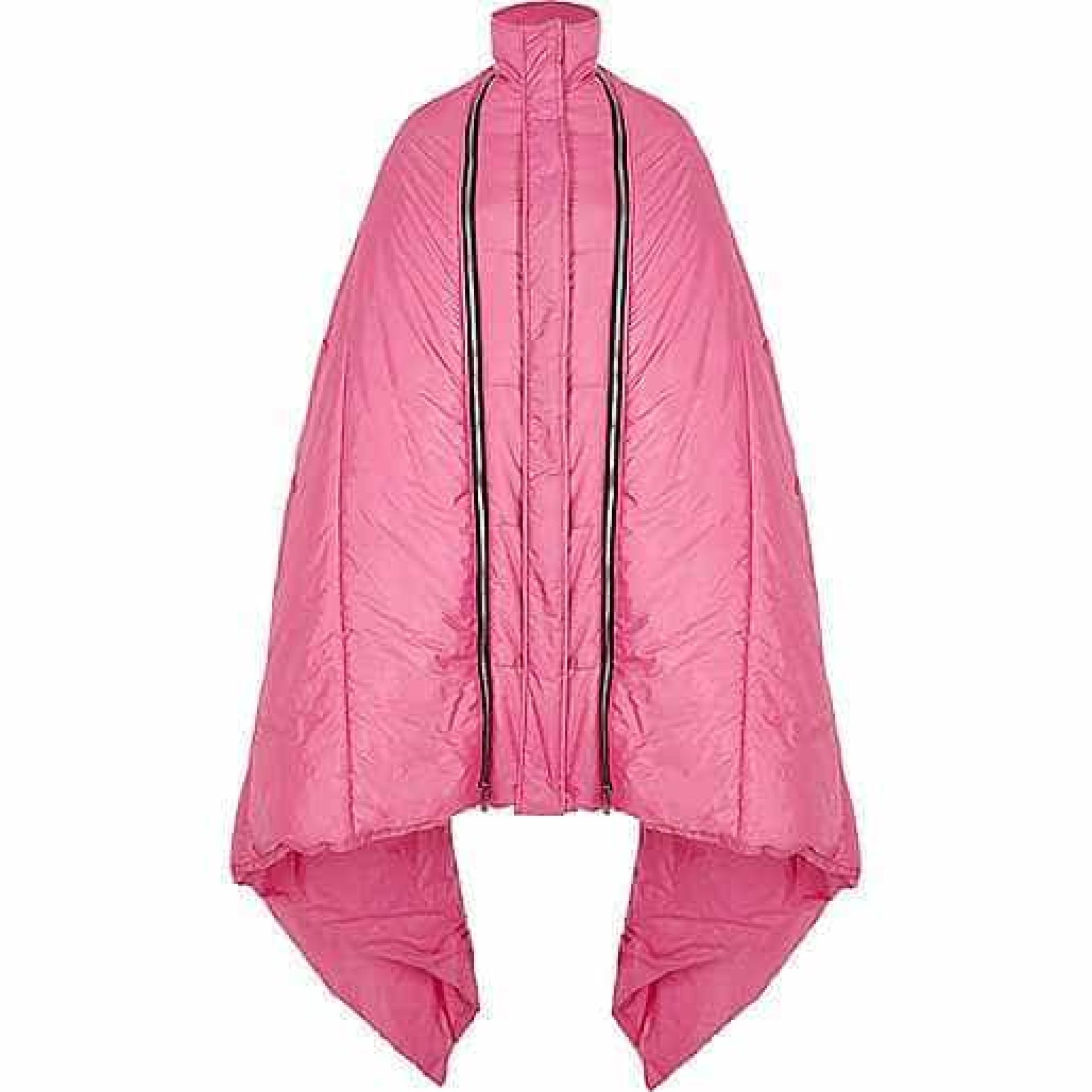Esqueça a tenda. Este casaco de 242 euros transforma-se em saco-cama