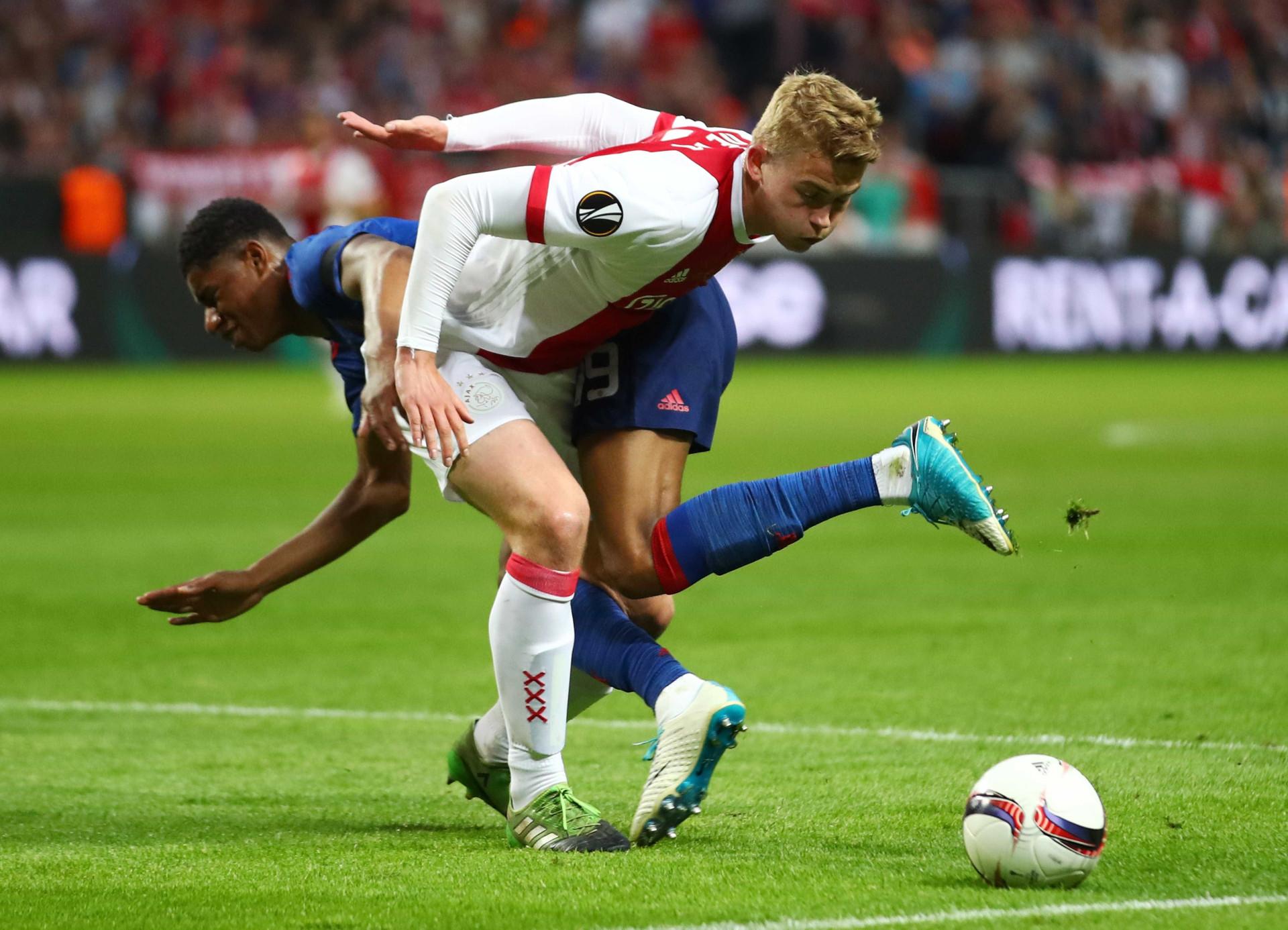 Crise na defesa leva Barcelona a referenciar 11 jogadores