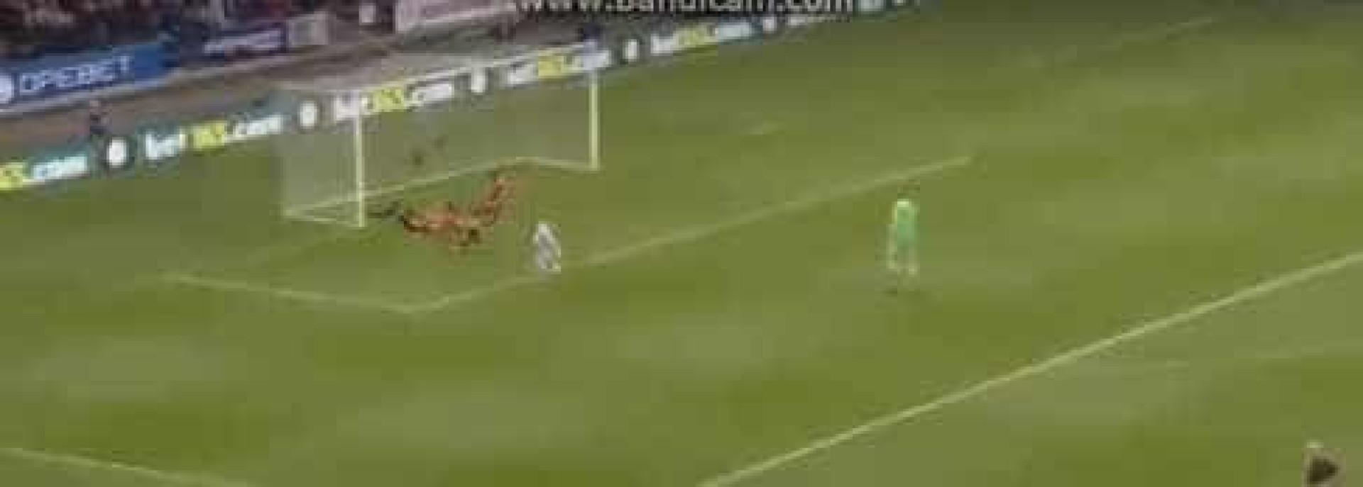 Depoitre aproveitou falha de Lindelof para marcar ao United