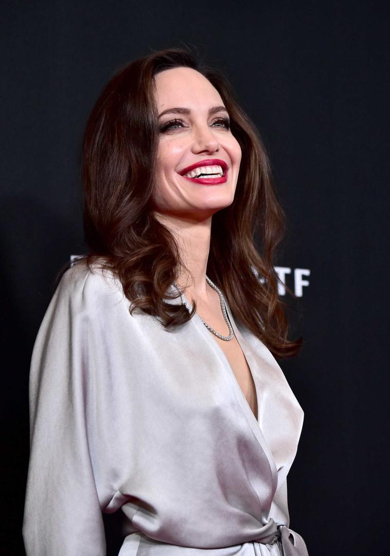 Jolie e Georgina escolhem look semelhante