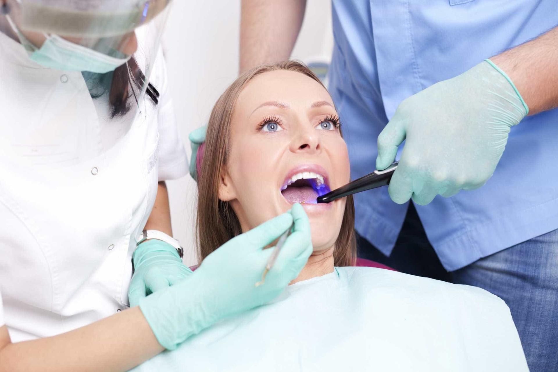 Tudo o que precisa de saber para ter a melhor saúde oral