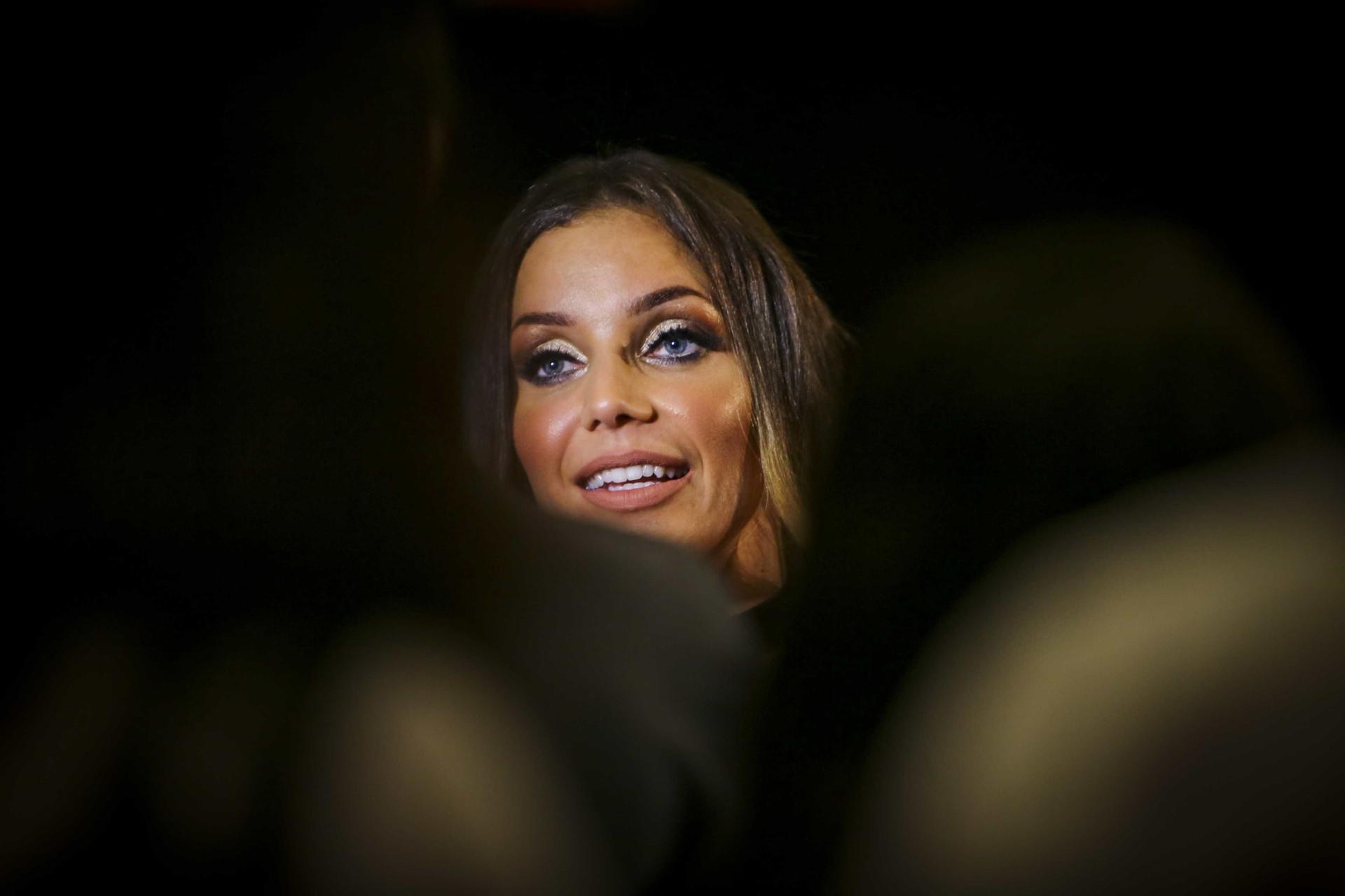 Luciana Abreu deslumbra na passadeira vermelha com novo visual