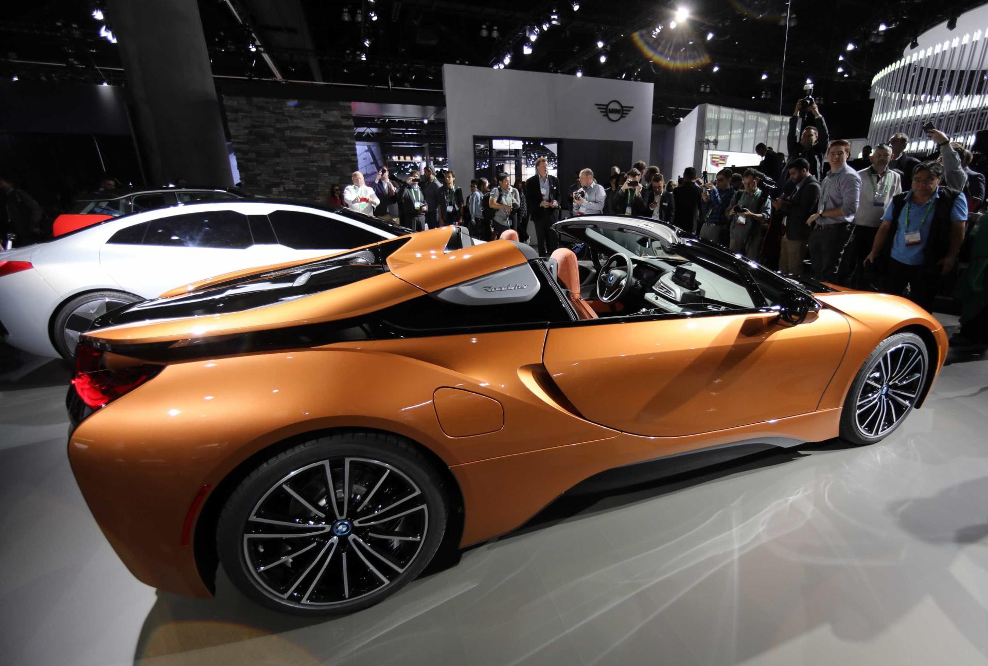 Finalmente chegou o BMW i8 Roadster: O desportivo elétrico e descapotável