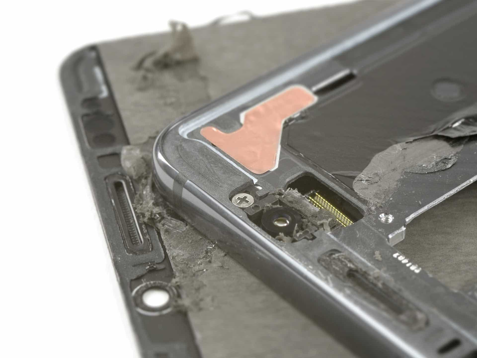 O novo topo de gama da Huawei foi desmontado. Veja o interior
