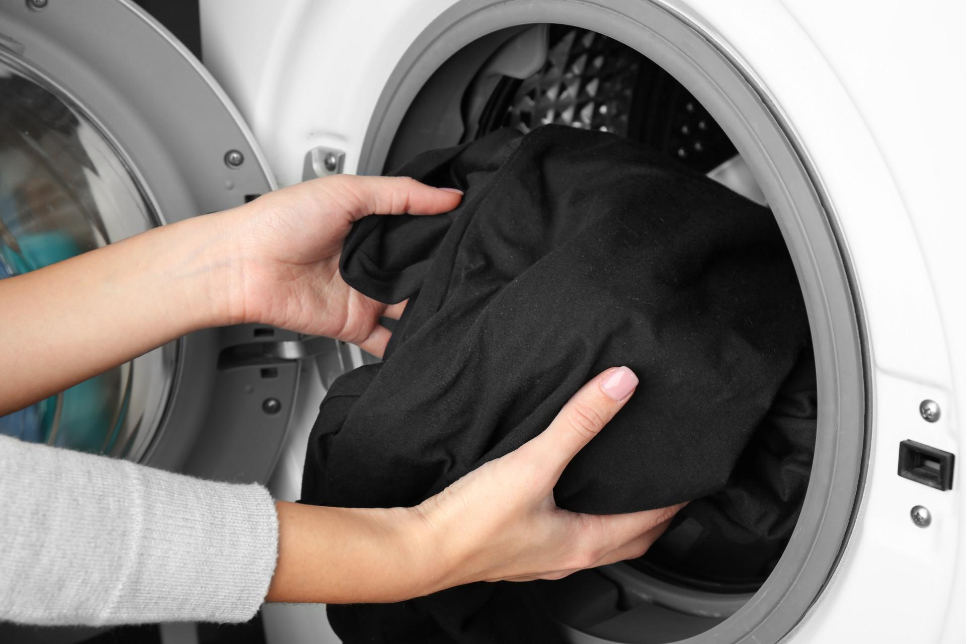 Dicas para preservar (e salvar) roupas e sapatos