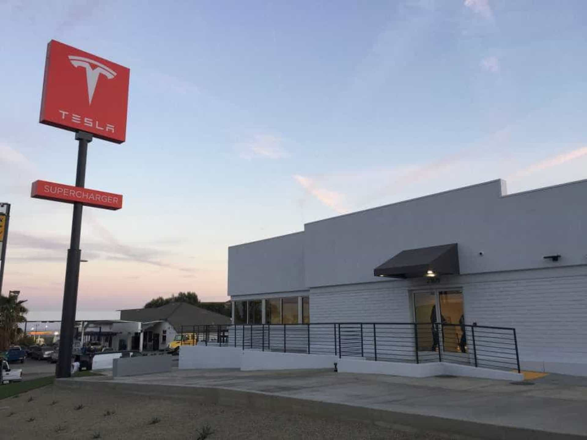 Esta é a maior estação de carregamento da Tesla. Veja as fotografias