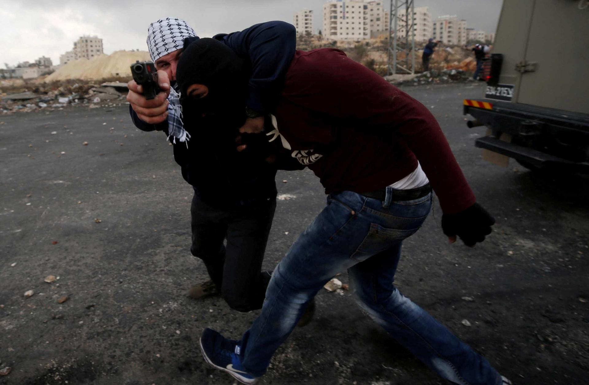 Soldados israelitas infiltram-se em manifestação e detêm palestinianos