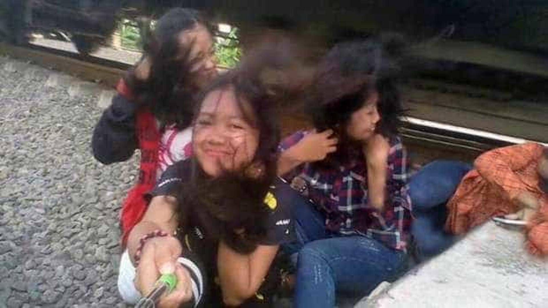 Jovem colhida por comboio quando tirava selfies com as amigas
