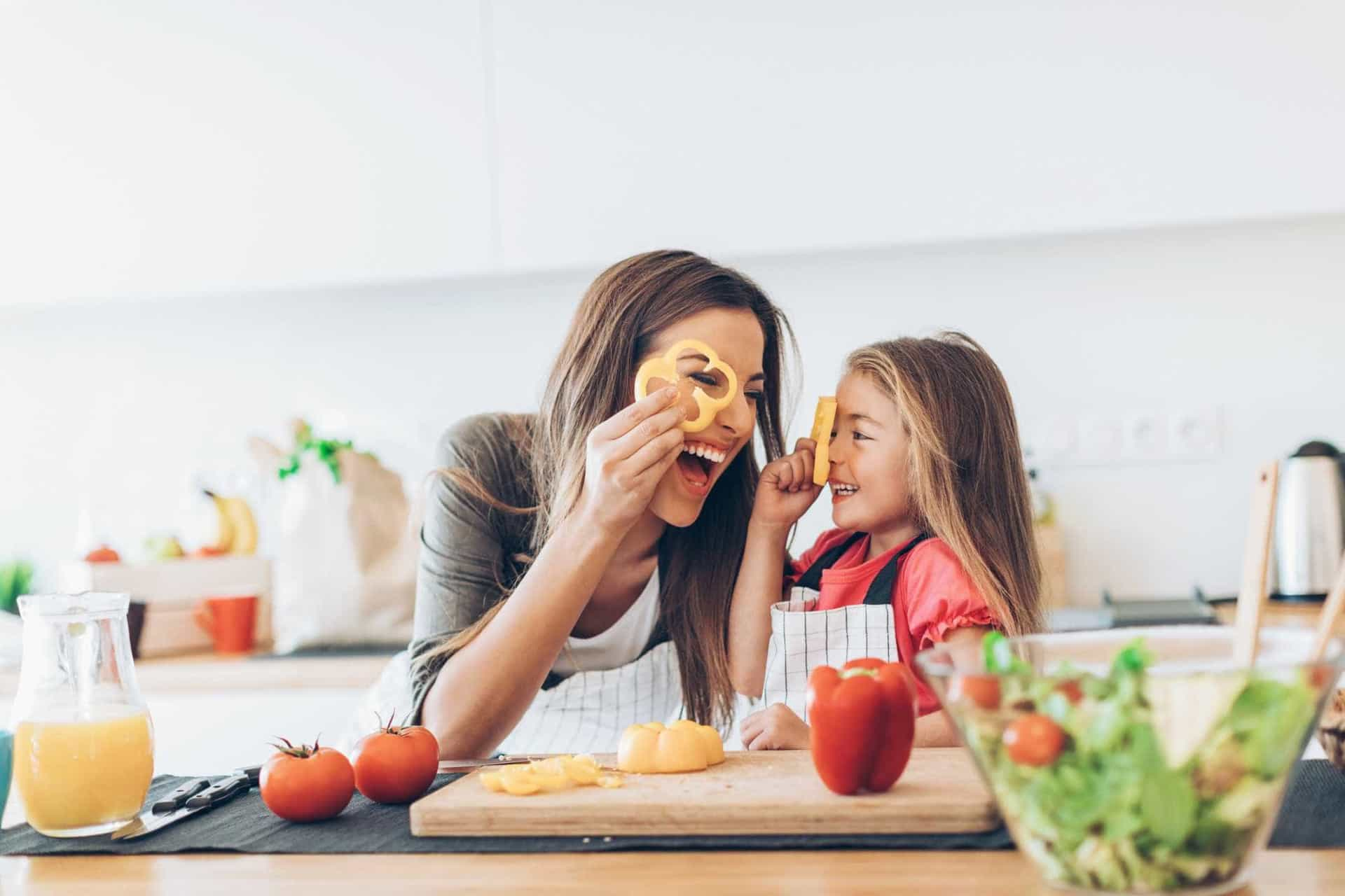 Os truques de cozinha que prometem facilitar-lhe a vida