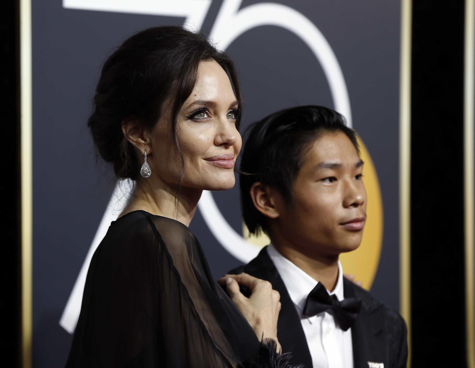 Angelina Jolie e Sharon Stone levaram os filhos aos Globos de Ouro