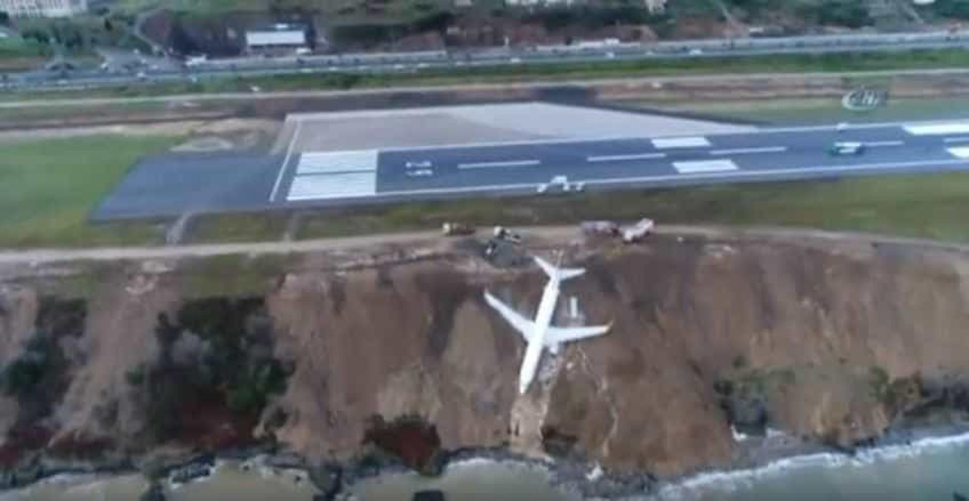 Avião derrapa em pista com gelo e quase cai ao mar
