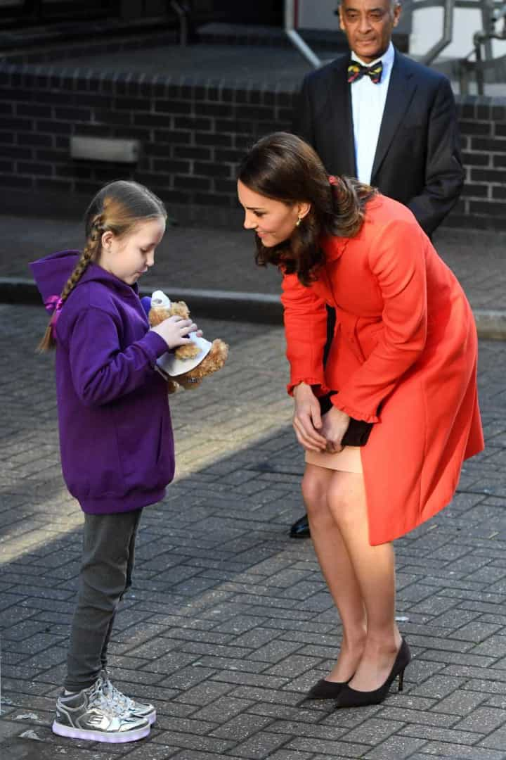 O motivo pelo qual Kate Middleton teve de tirar o anel de noivado