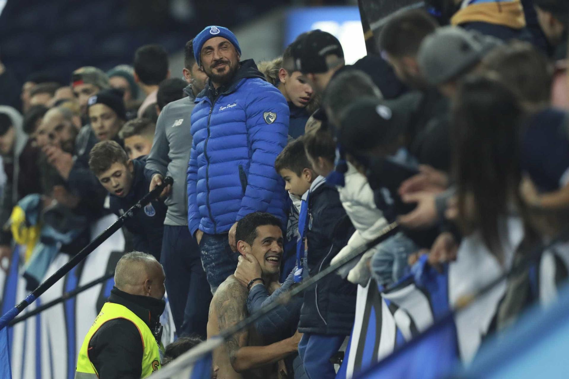 Ricardo Costa não esquece adeptos do FC Porto. Eis o gesto do central