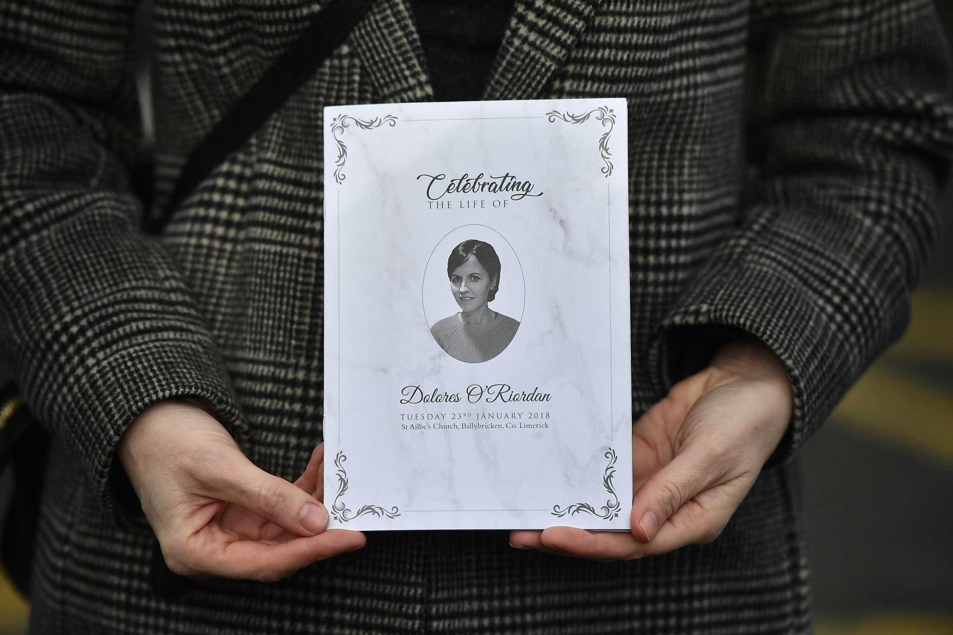 Amigos e familiares despedem-se de Dolores O'Riordan