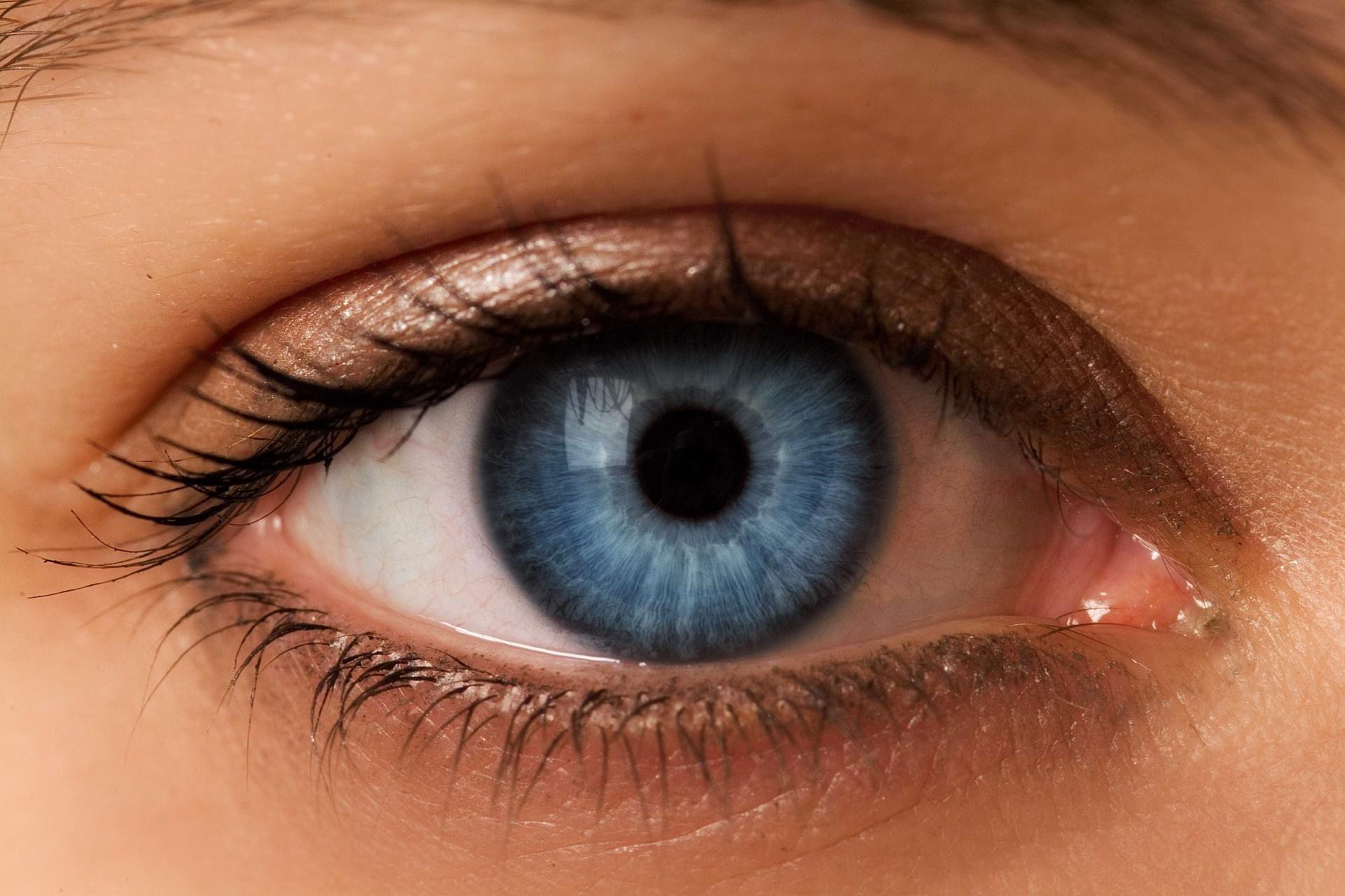 Raridade: Por que razão algumas pessoas têm olhos claros?