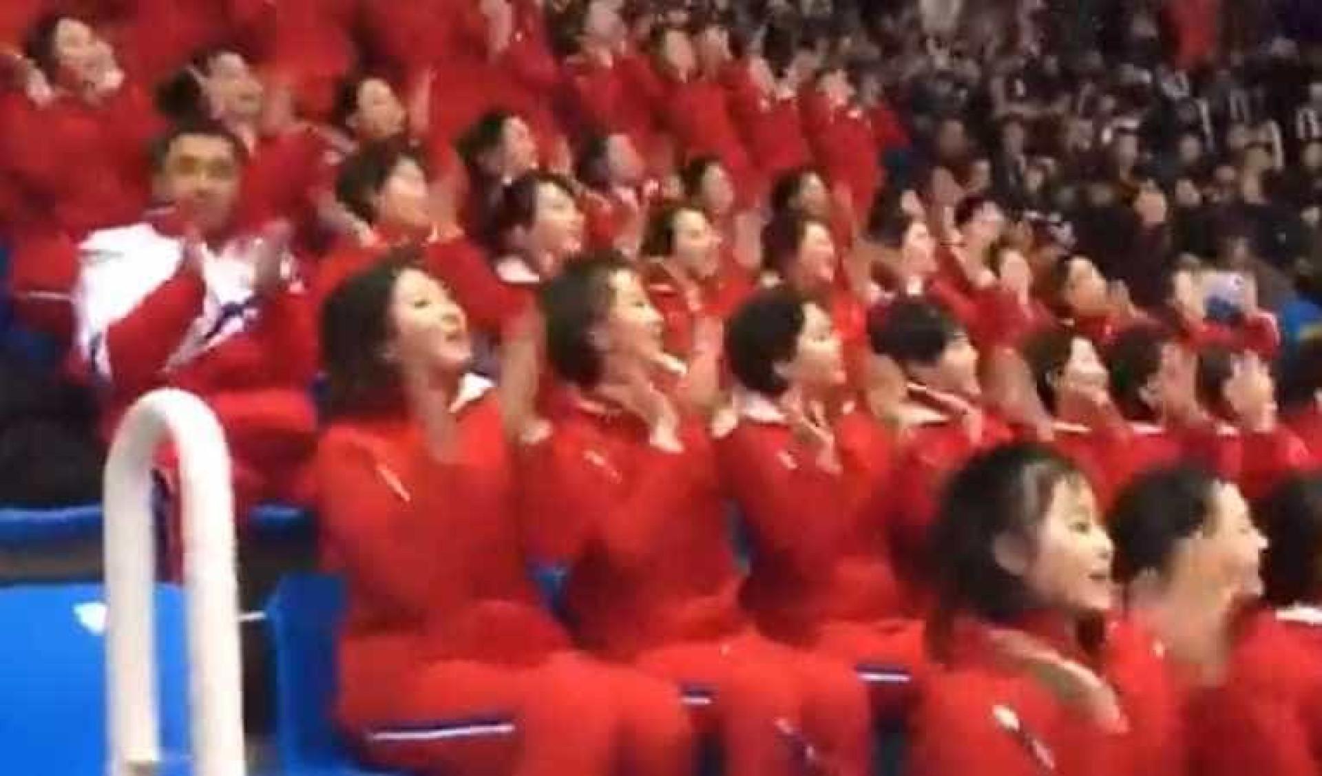 Perfeição da equipa de cheerleaders da Coreia do Norte esconde algo grave
