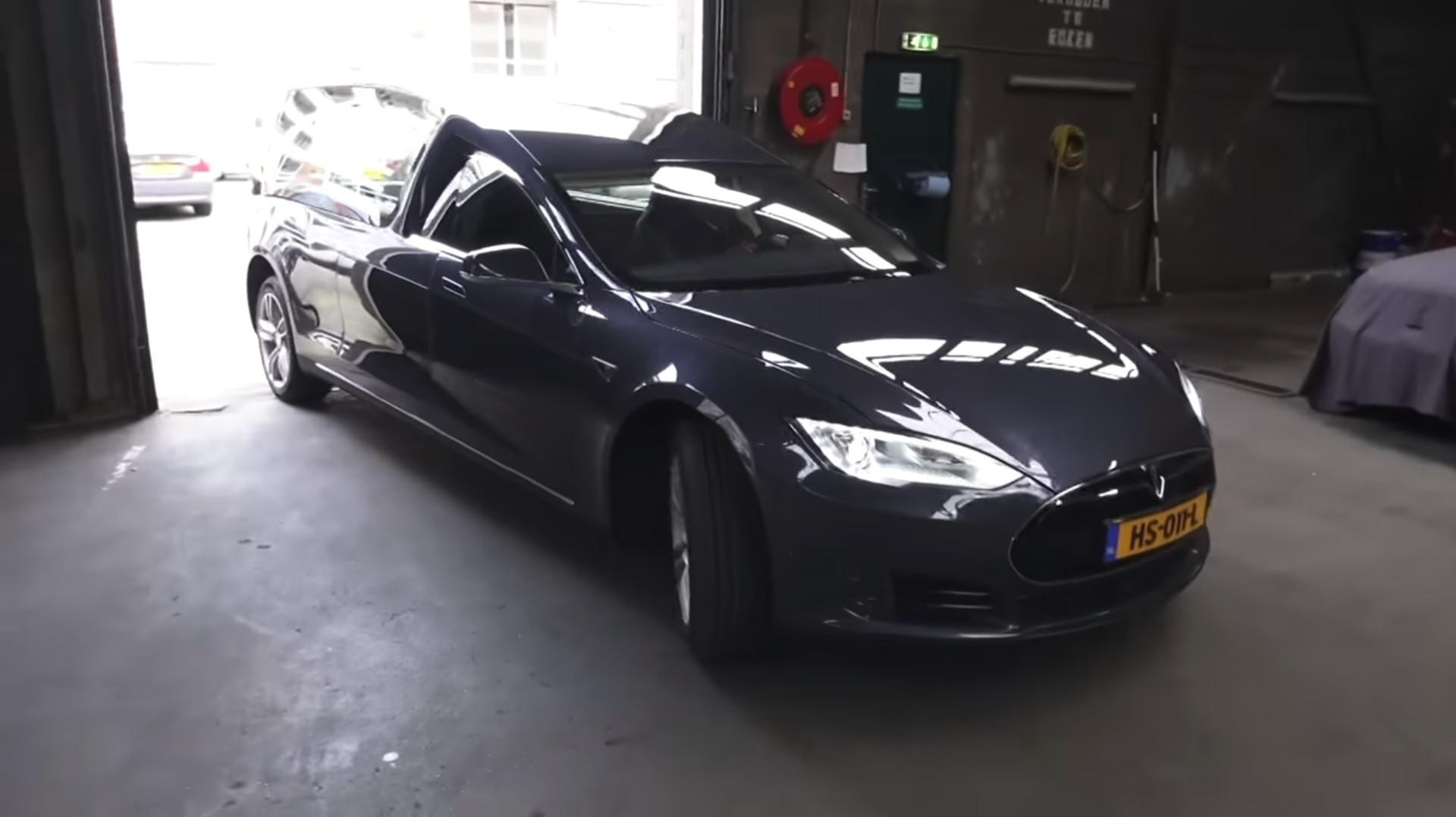 Tesla modificado para ser carro funerário. Só na Holanda