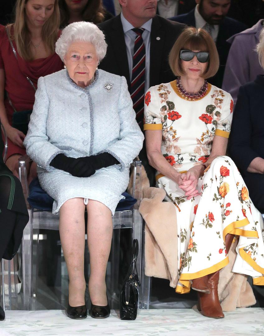 Especialista diz que editora da Vogue quebrou protocolo perante Isabel II