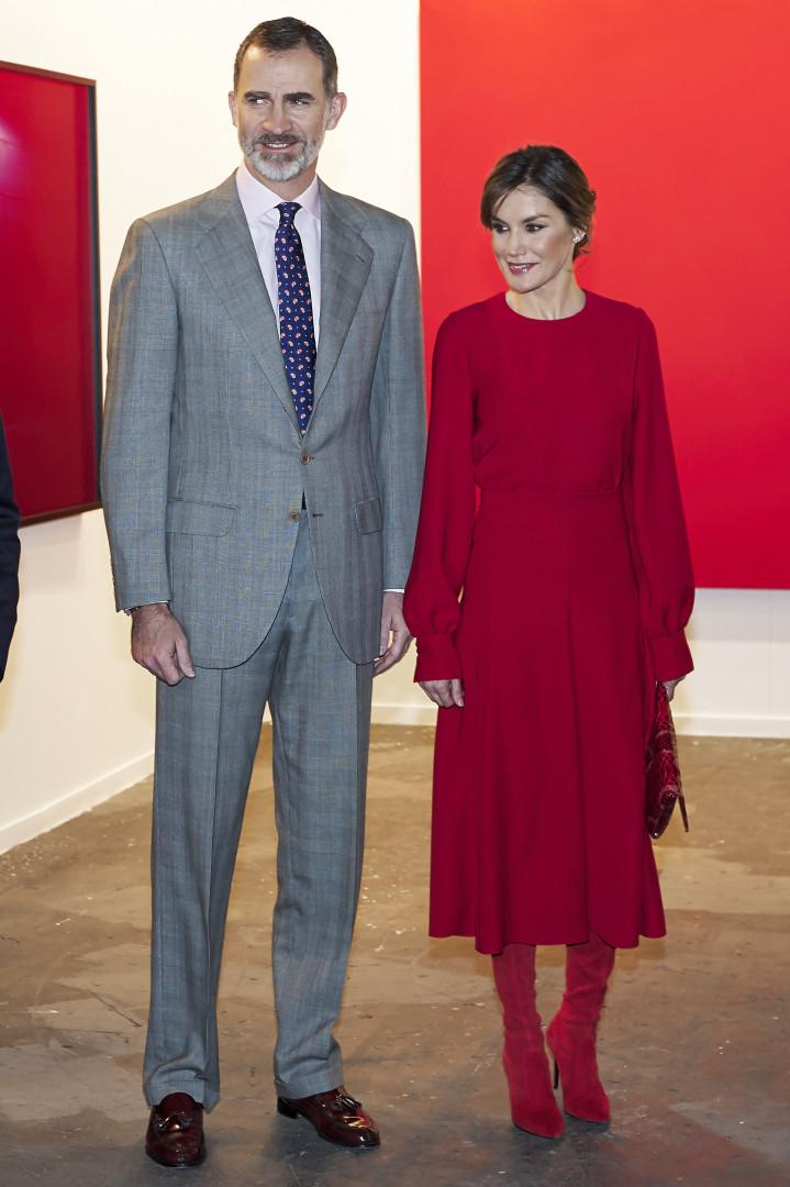 'Vermelho ao poder': Rainha Letizia deslumbra em evento com look poderoso