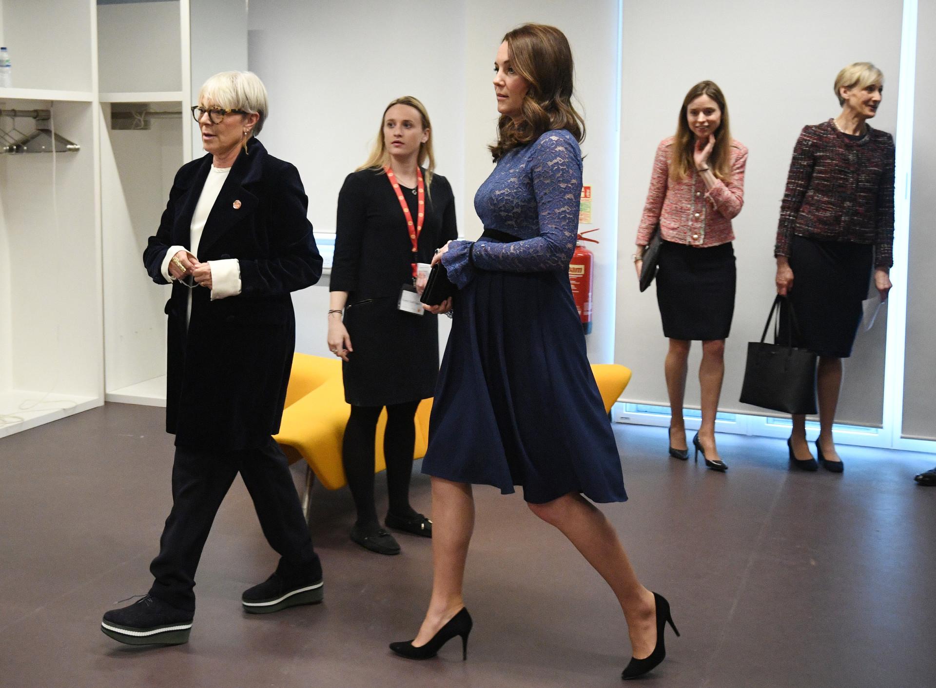 Kate Middleton espalha elegância já perto do nascimento do bebé