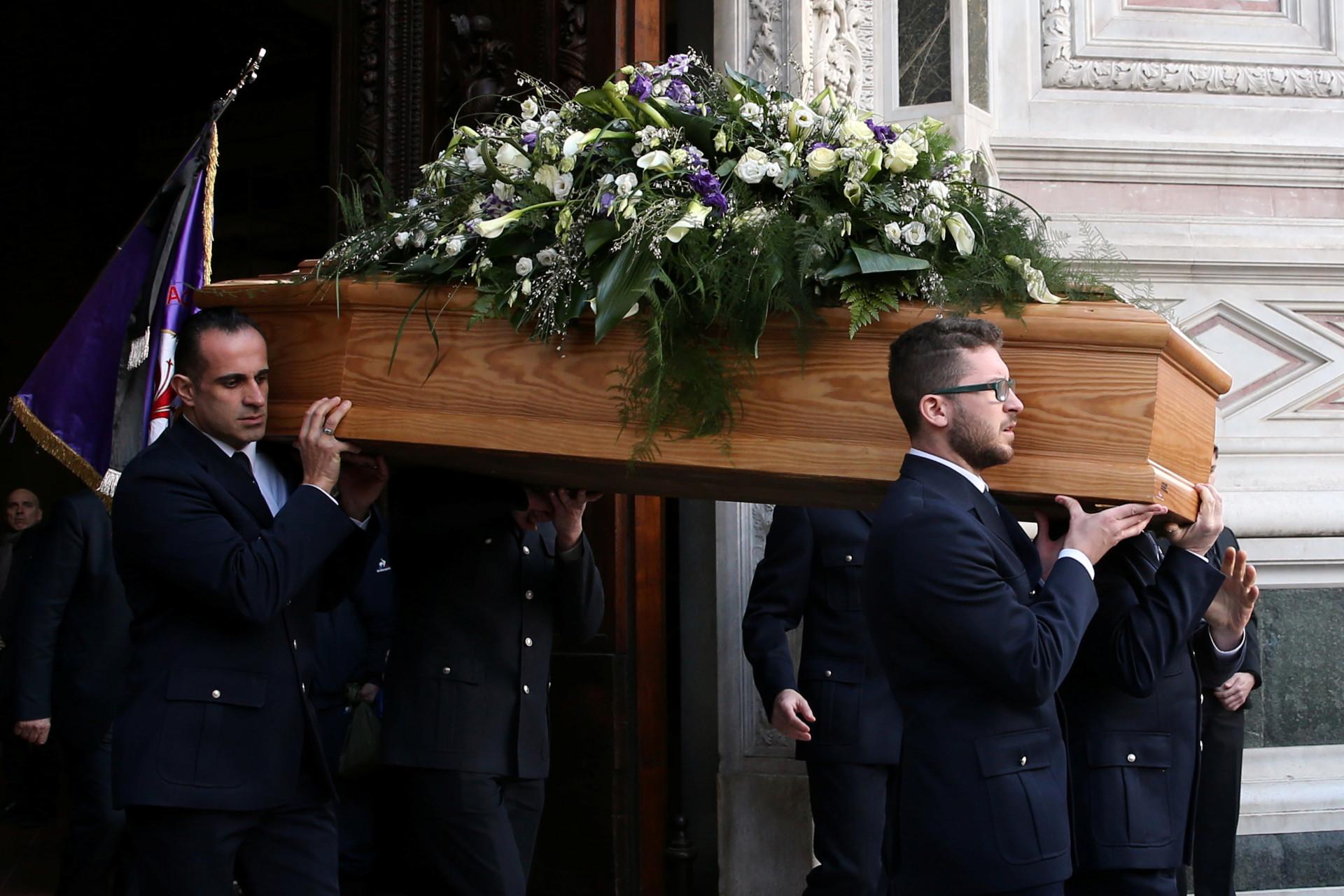 Enchente no último adeus a Astori, o eterno capitão da Fiorentina