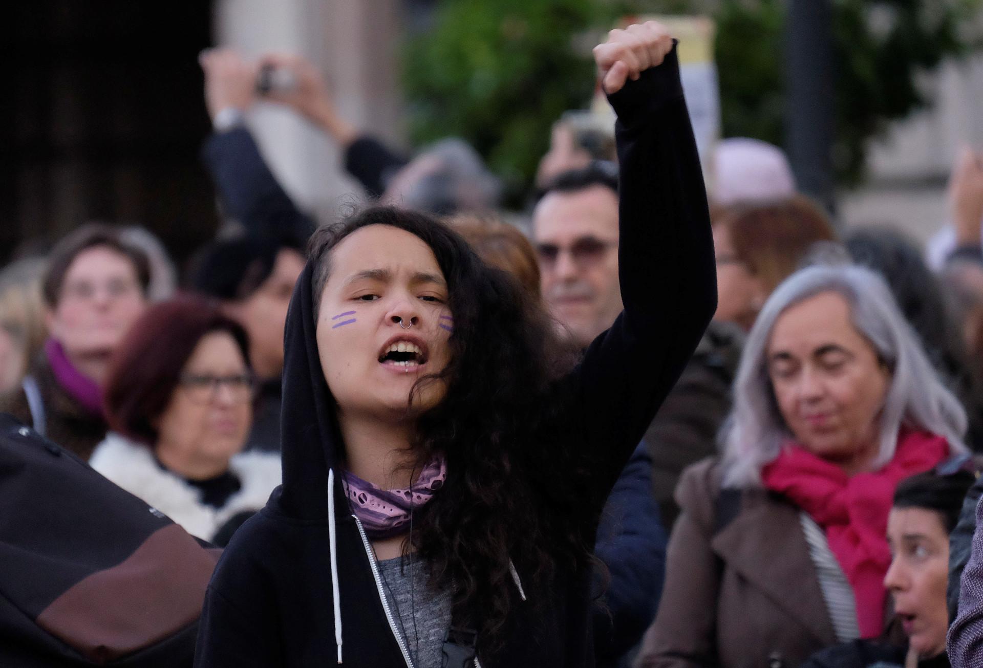 Mulheres em marcha sem precedentes em Espanha pela igualdade