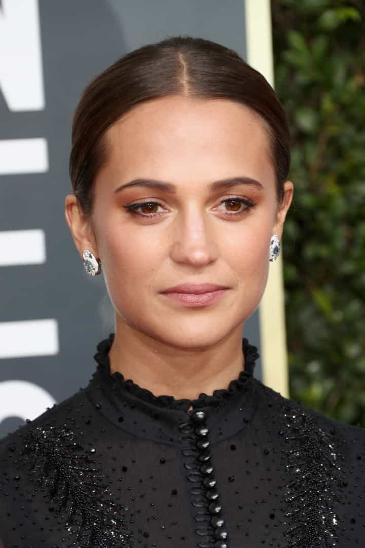 Alicia Vikander ou Angelina Jolie: Quem se veste melhor?