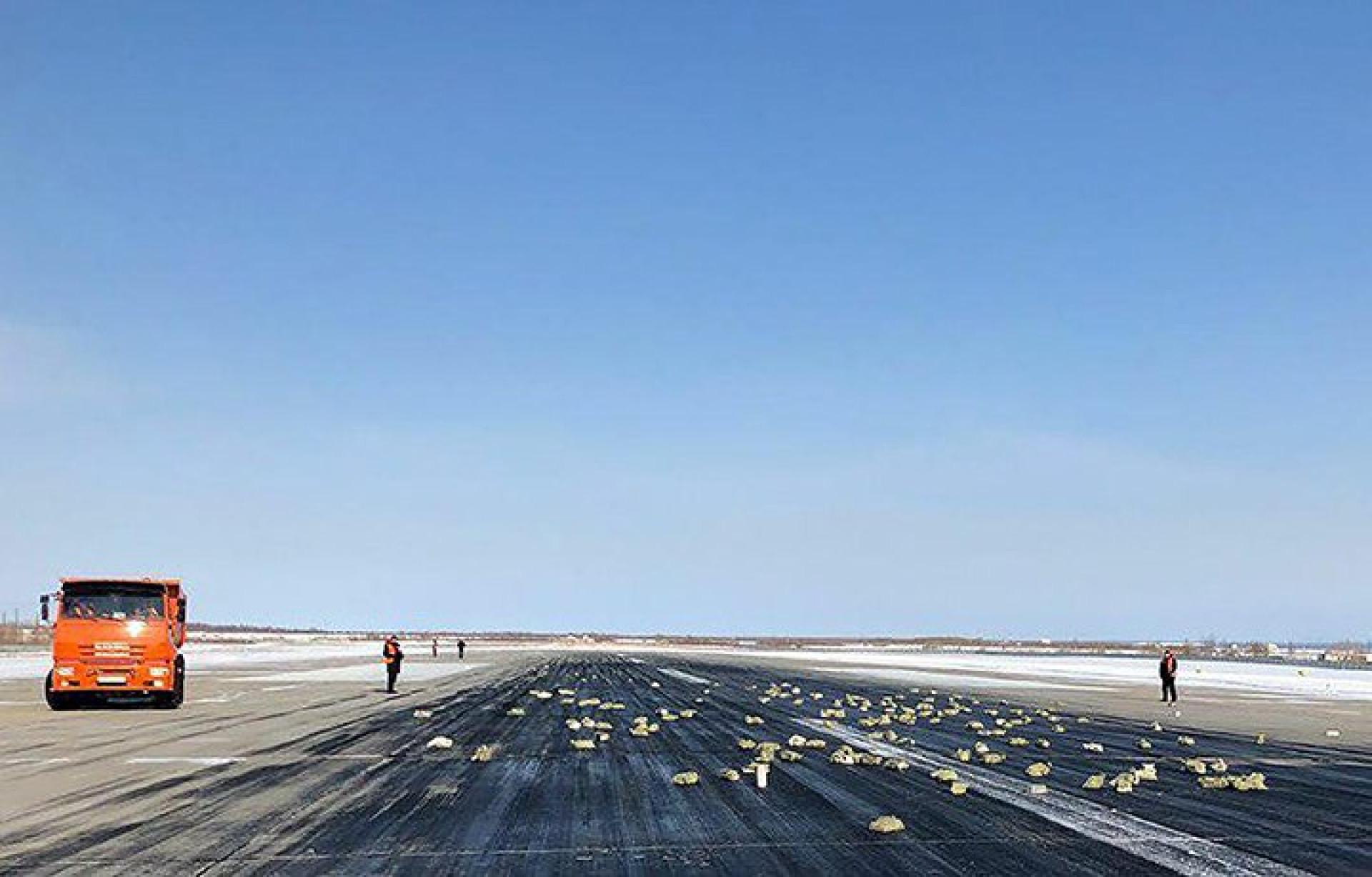Porta de avião abriu-se e caíram... mais de três toneladas de ouro