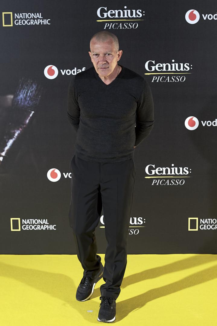 Careca! Antonio Banderas surge irreconhecível em evento