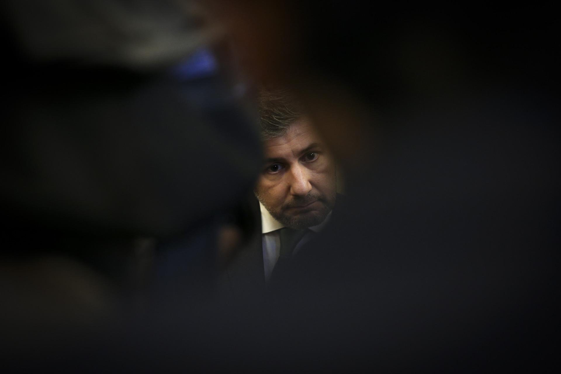 A primeira imagem de Bruno de Carvalho após decisão do juiz