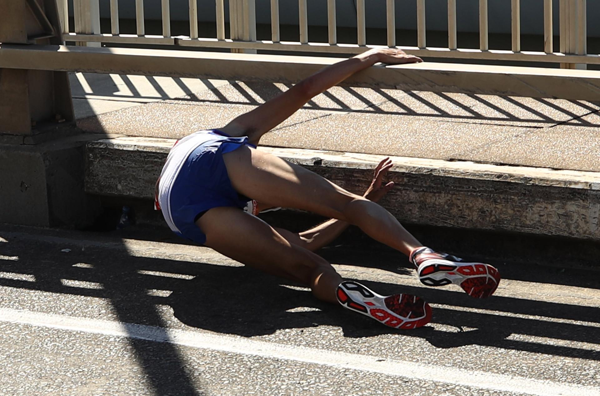 Atleta desmaia durante maratona dos Jogos da Commonwealth