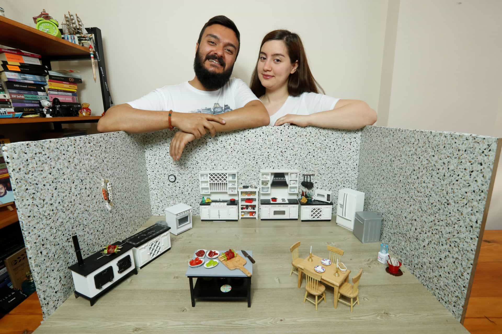 Mini-pratos confecionados numa mini-cozinha, a grande ideia de um casal