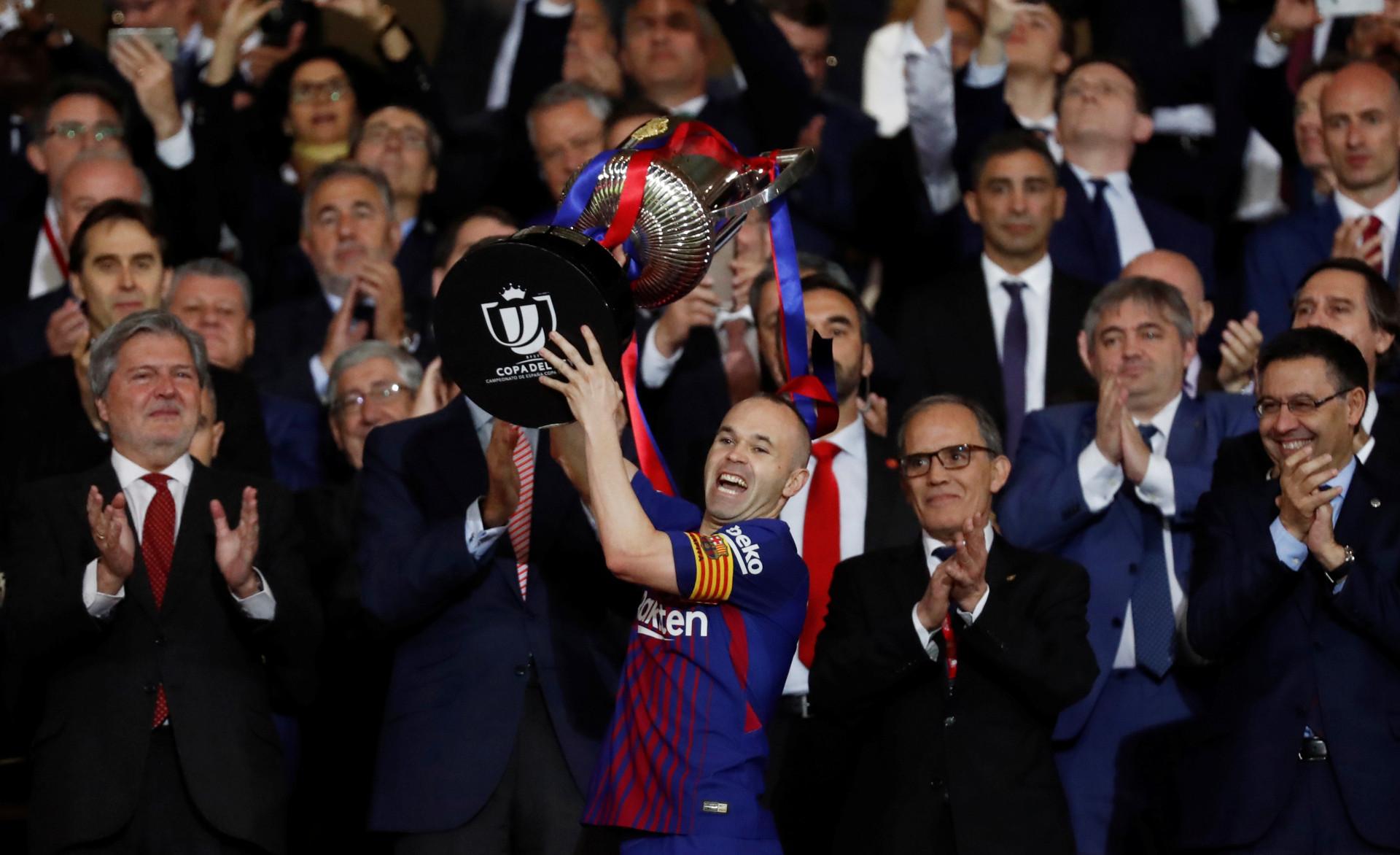 """Imprensa internacional: Do adeus a um """"Rei"""" ao """"Herrói"""" de Mourinho"""