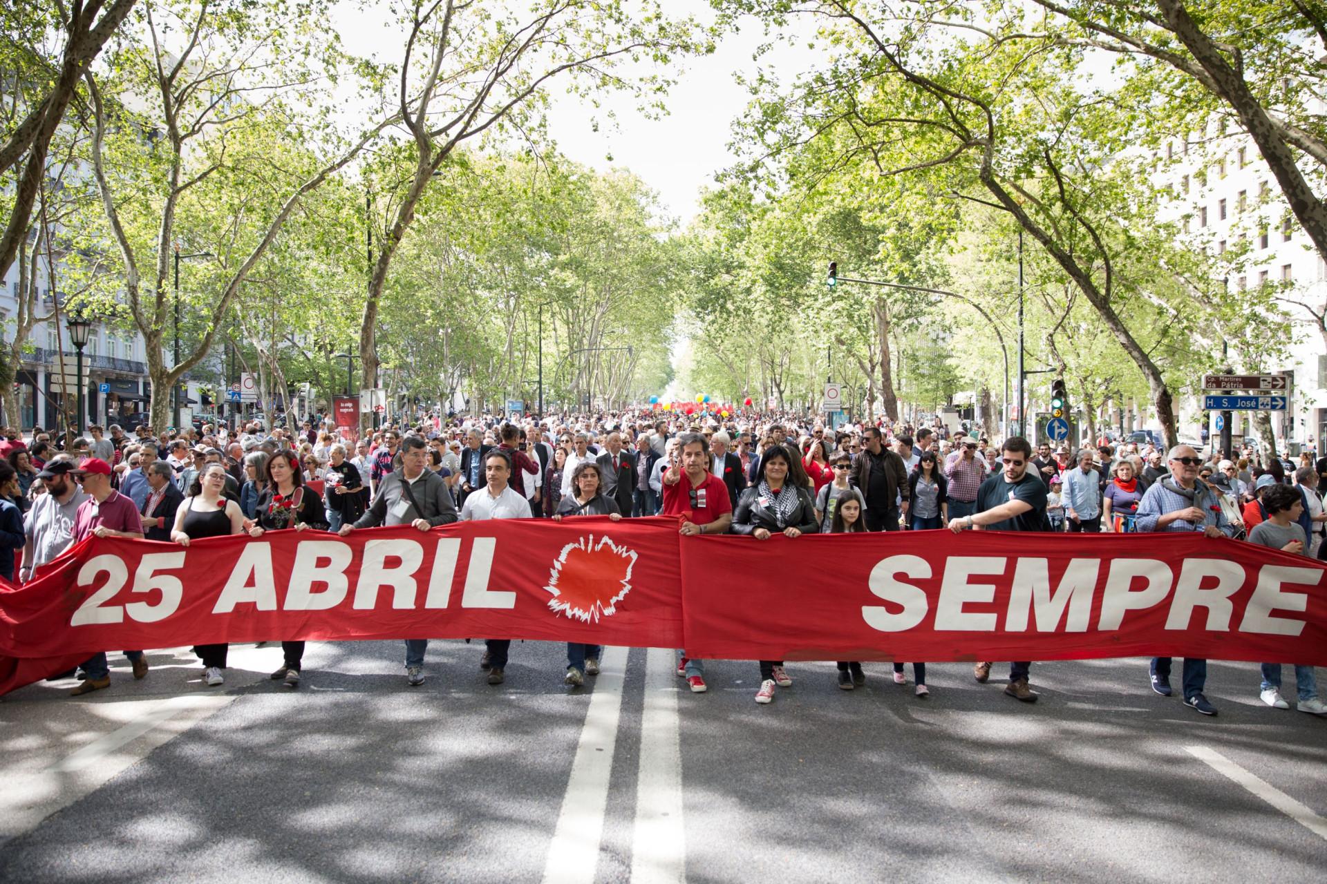 Mais de 40 anos depois, o Dia da Liberdade continua a levar o povo à rua