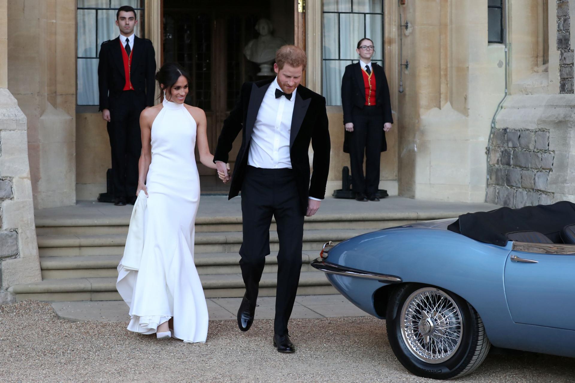 Meghan Markle deslumbra em segundo vestido de noiva. Veja as imagens
