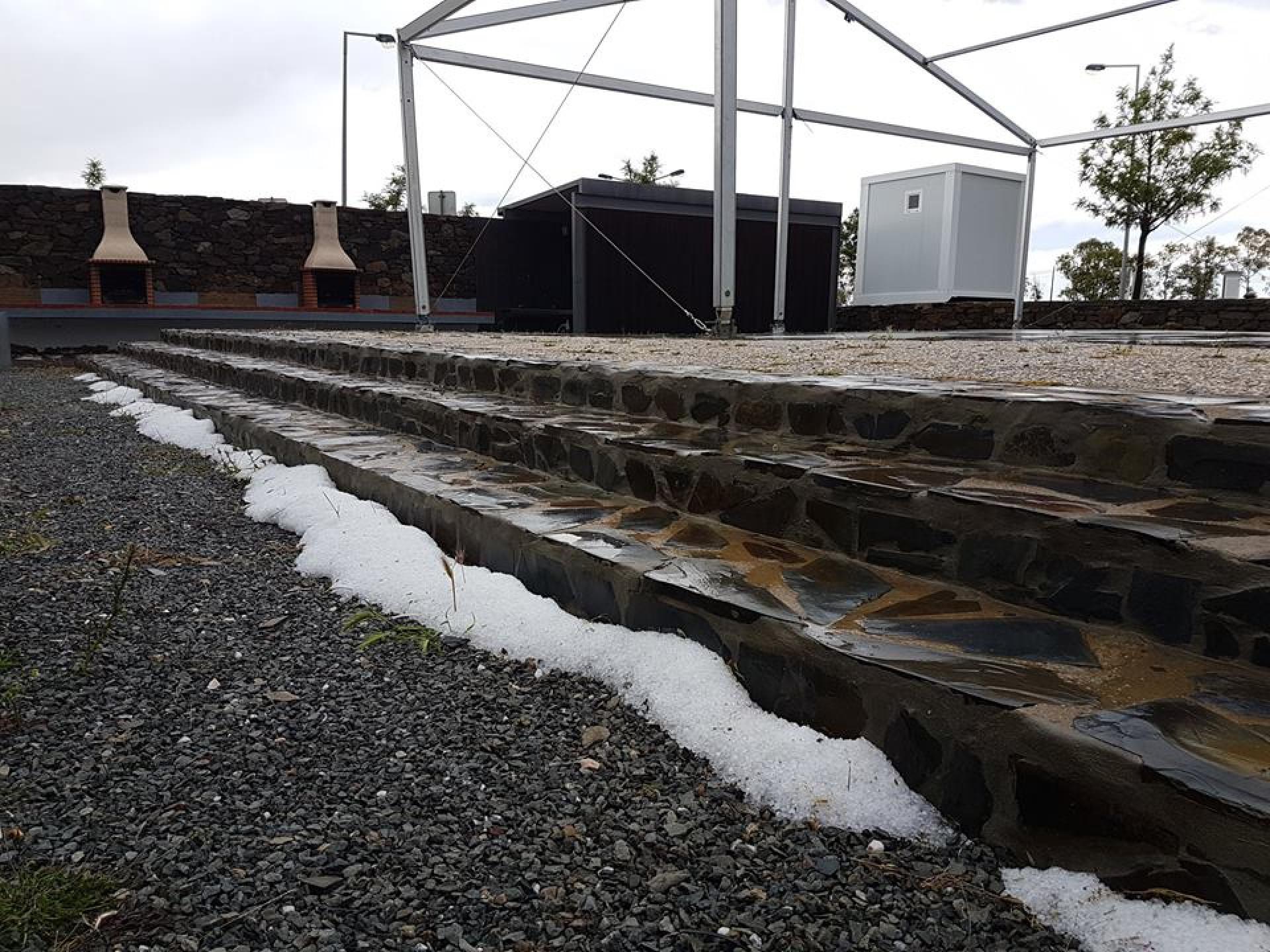 Granizo pinta de branco serra algarvia e causa danos em Alcoutim