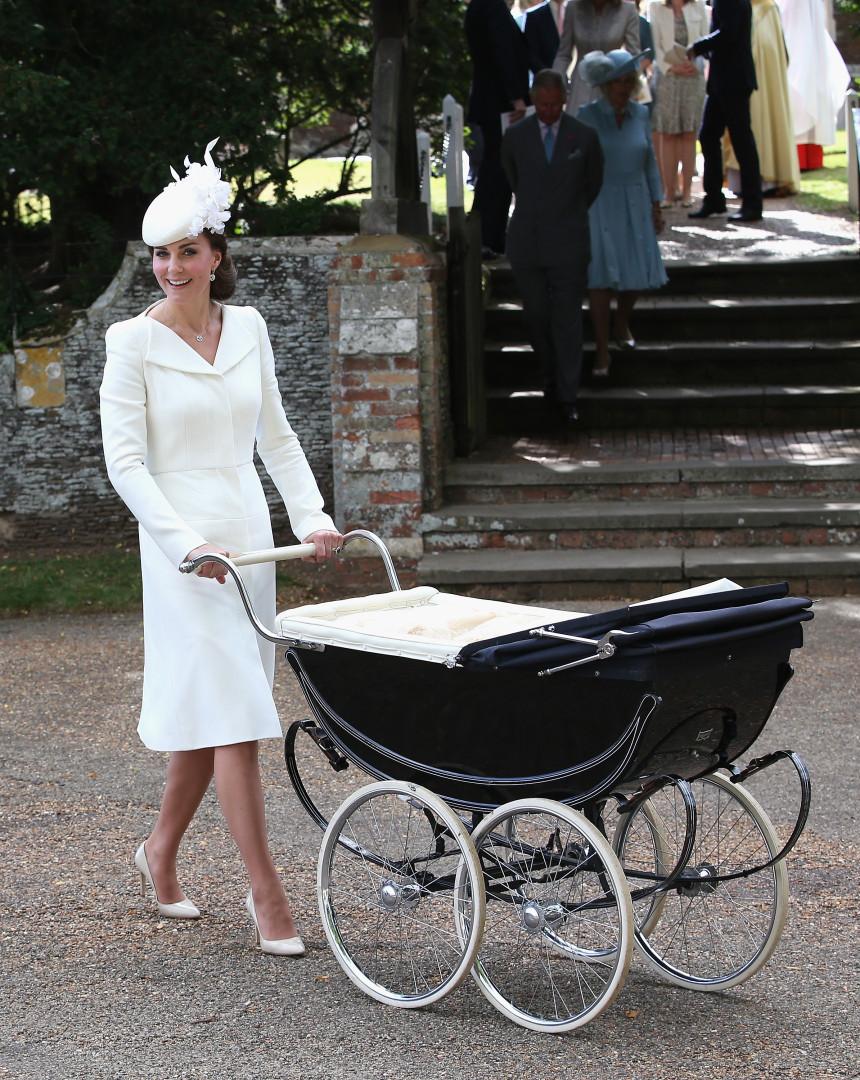 Kate gera discórdia ao repetir vestido pela quarta vez em casamento real