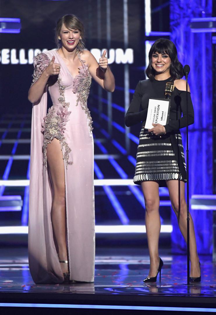 O vestido de Taylor Swift que demorou 800 horas a ser feito