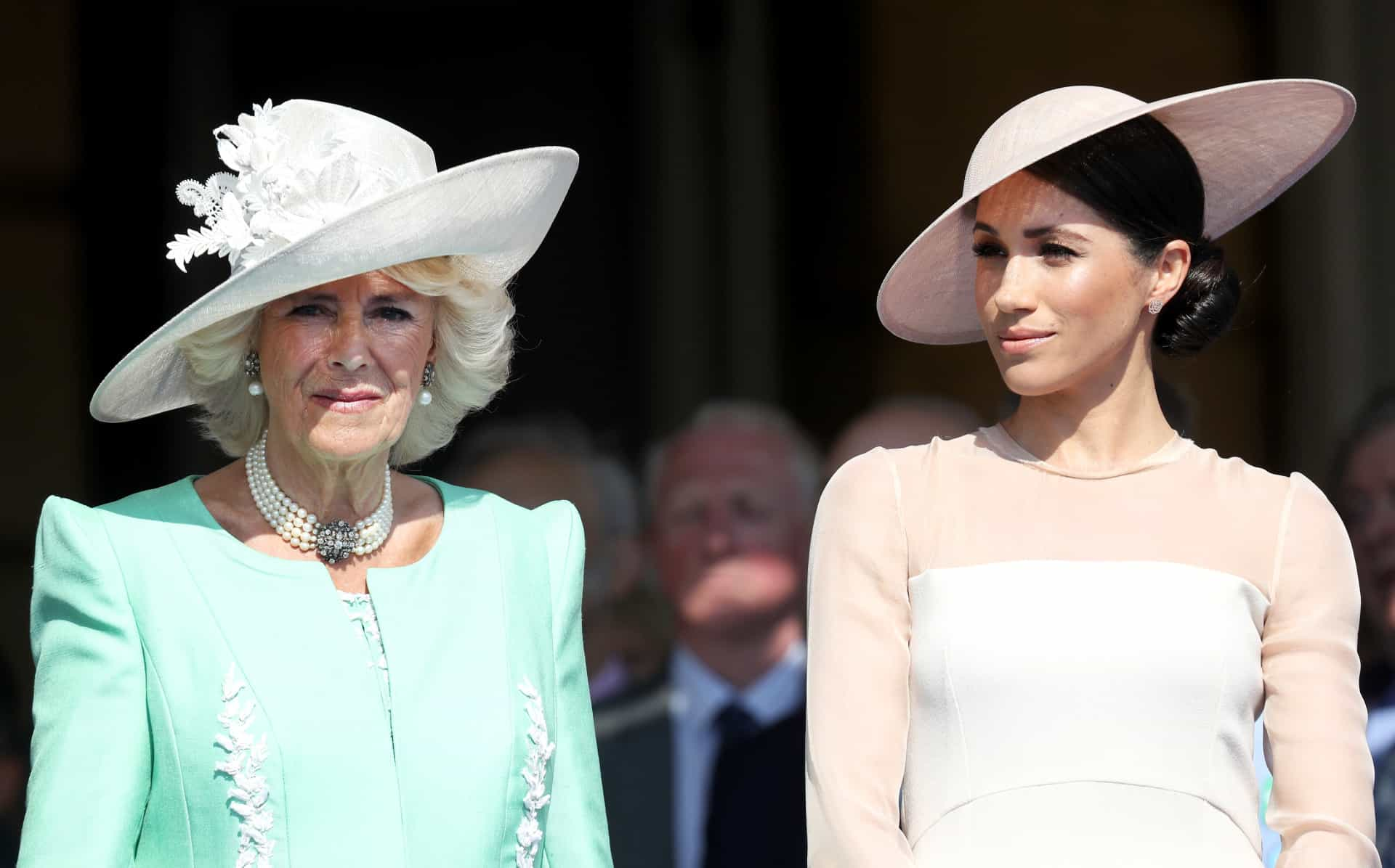 Príncipe Harry e Meghan Markle 'adiam' lua de mel e comparecem em evento