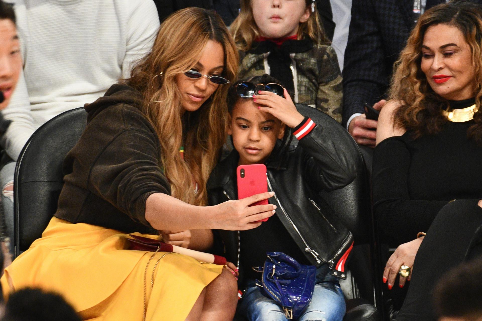 Filha de Beyoncé repreende avó em vídeo