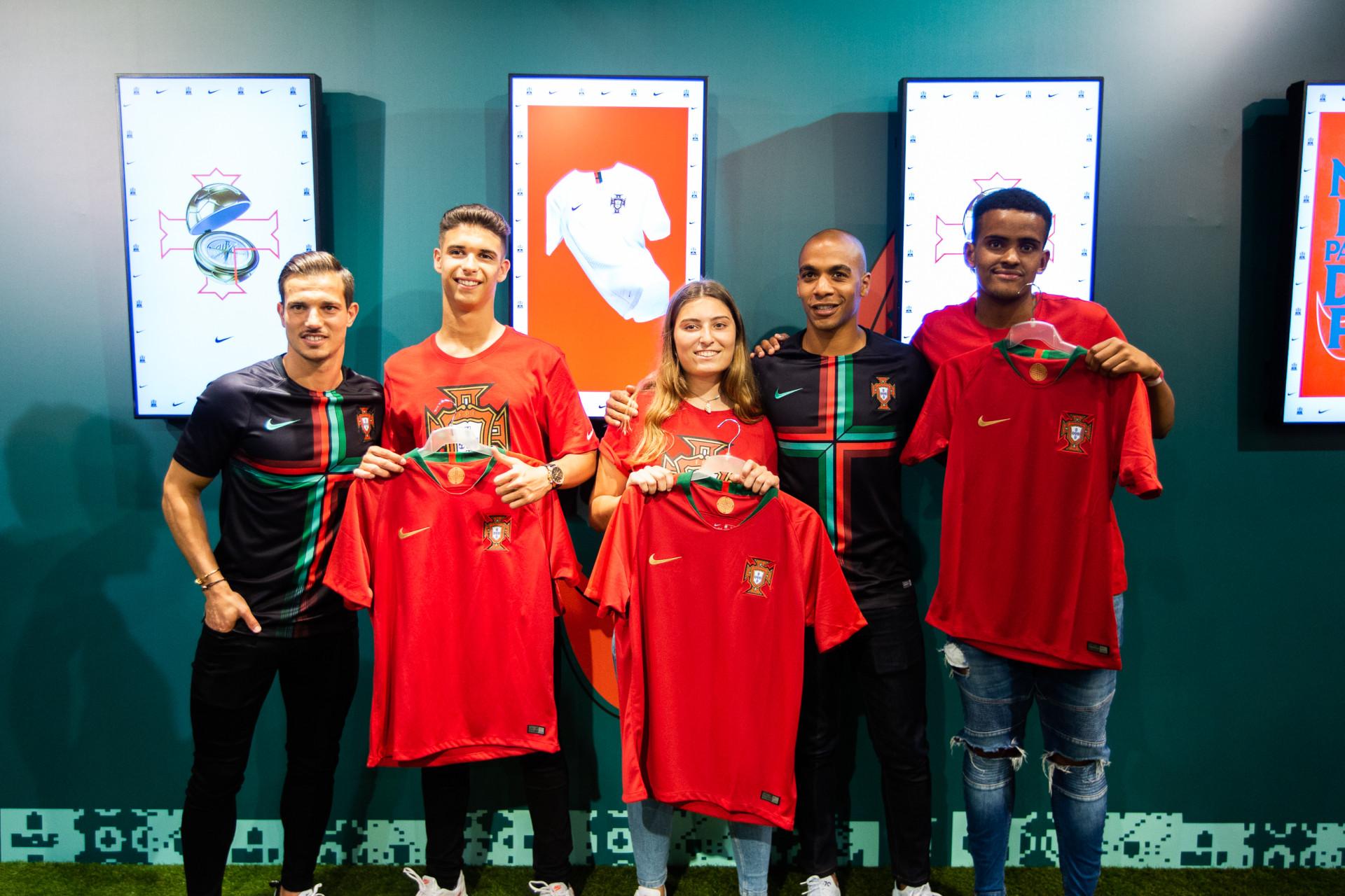 Oito jogadores da seleção nacional animaram a tarde no Chiado