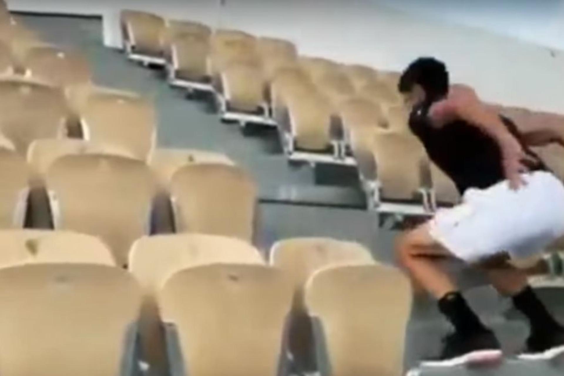 Djokovic aquece na escadaria de Roland Garros. E até onde vai pular?